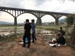 叶仲桥生活-3月17日组织市美协二十多名画家到罗定市罗平镇长岗坡写生活动【图3】
