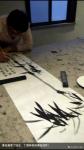 丁国祥生活-与叔叔著名画家丁培生同在一张案台创作! 叔叔丁培生在书写《【图2】