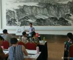许贵才生活-在北京市房山区长阳美术馆教国画课!大家学习都非常认真。【图1】