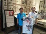徐如茂生活-近期画的国画葡萄和荷花很受游客欢迎,现场订制,购买后喜笑颜开【图1】