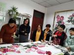 杨金婷生活-嵩县女子画院的众美女们巧手绘牡丹,一起作画绘出一幅千姿百态牡【图5】