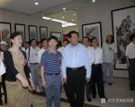 赵国毅生活-20O8在中国人民政治协商会议大厅举办画展时任全国政协主席贾【图1】