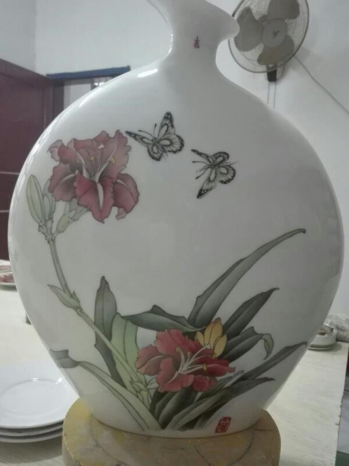 陈子华手工作品《鳊鱼花鸟瓶》