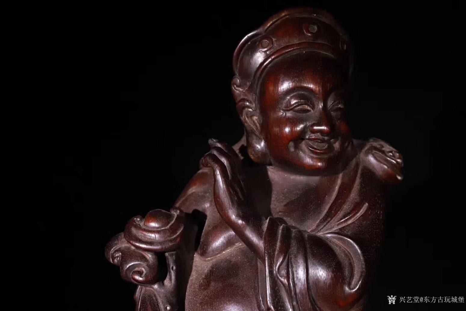 东方古玩城堡雕刻作品《紫檀木刘海戏金蟾》【图1】