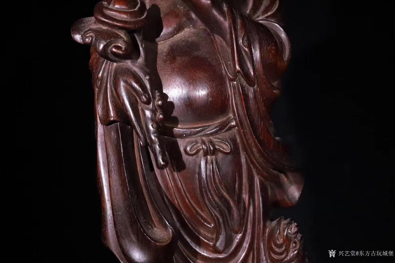 东方古玩城堡雕刻作品《紫檀木刘海戏金蟾》【图4】