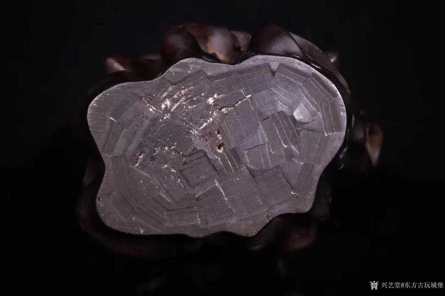 东方古玩城堡雕刻作品《紫檀木刘海戏金蟾》【图7】