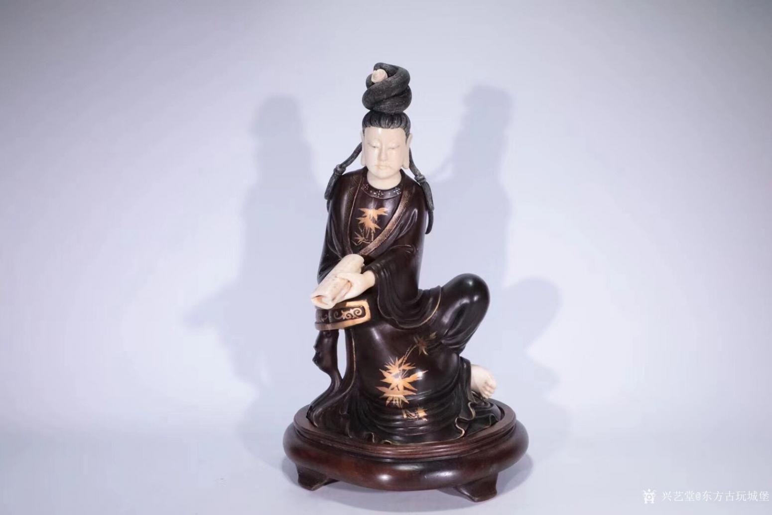 东方古玩城堡雕刻作品《红木观音像》