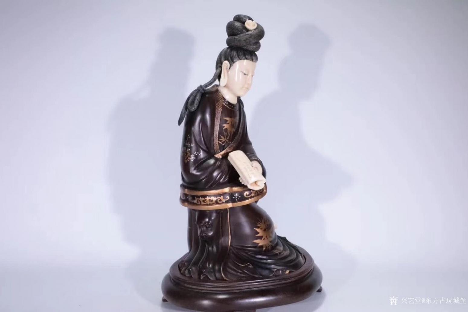 东方古玩城堡雕刻作品《红木观音像》【图1】