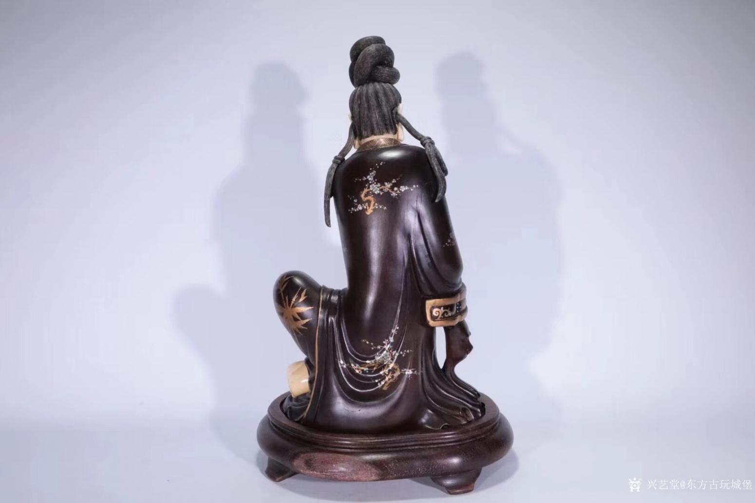 东方古玩城堡雕刻作品《红木观音像》【图2】