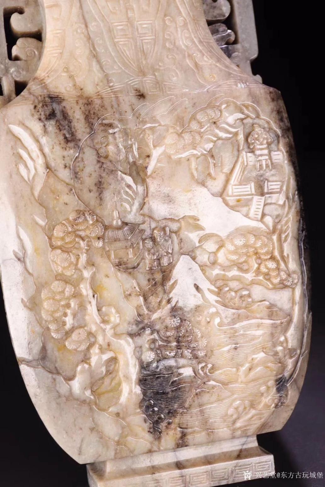 东方古玩城堡雕刻作品《清代和田玉人物赏瓶》【图6】