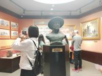 艺术家夏沁日记:今天前往郑州特别参观了二七纪念塔,作为纪念京汉铁路工人大罢工【图1】