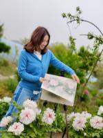 艺术家罗虹明生活:方彩植物园真的很美,每个角落都是一幅画。春日,携友踏青写生。【图1】