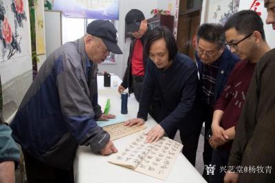 杨牧青日记-纪念五四青年节100周年书画交流会上,一位老先生临摹写兼创性的书法作品,让我看看【图1】