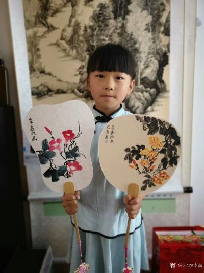 李高收藏-工作室少儿课堂今天体验团扇国画创作,小朋友们最近写的画的进步都挺大!值得欣慰。特【图1】