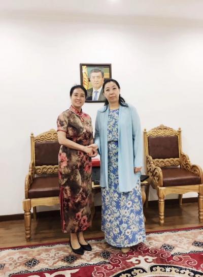 李尊荣收藏-7月15日拜访吉尔吉斯共和国大使馆:   非常感谢吉尔吉斯共和国大使巴克特古洛【图2】