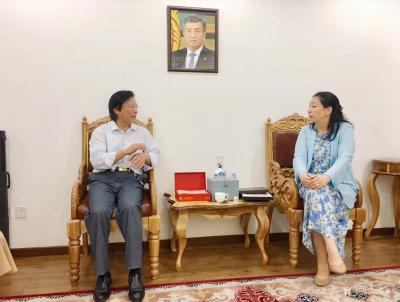 李尊荣收藏-7月15日拜访吉尔吉斯共和国大使馆:   非常感谢吉尔吉斯共和国大使巴克特古洛【图4】