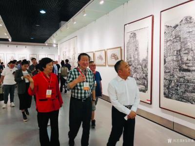 马培童收藏-香港画院院长马培童、陪同中国美术家协会副主席掦晓阳、参加9月29日上午10点青州【图1】