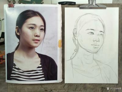 覃莽日记-我的素描人物头像画法步骤,以两幅今日教学示范作品为例;   画好后要不断的观察【图1】