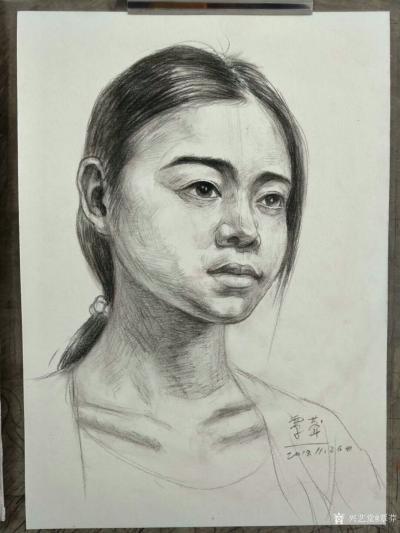 覃莽日记-我的素描人物头像画法步骤,以两幅今日教学示范作品为例;   画好后要不断的观察【图3】