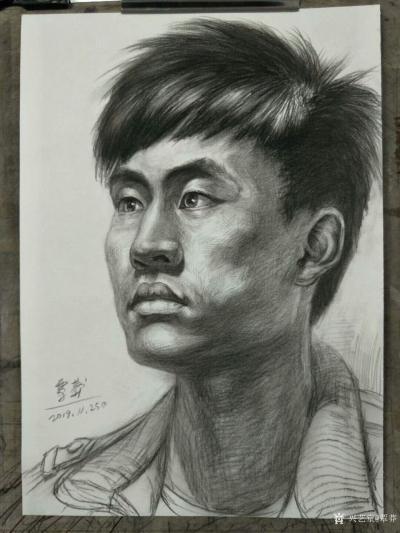 覃莽日记-我的素描人物头像画法步骤,以两幅今日教学示范作品为例;   画好后要不断的观察【图6】