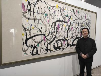 杨牧青日记-798观展:寒风掠过,面朝北的大屏幕上播放着一代艺术大师吴冠中生前采访片段。熟悉【图1】