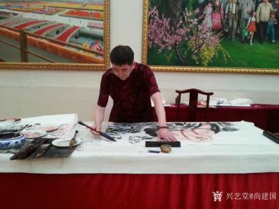 """尚建国生活-那日毛主席的生活秘书张玉风造访设在京城香山的""""复兴之路""""工作室,她老人家观赏字画【图2】"""
