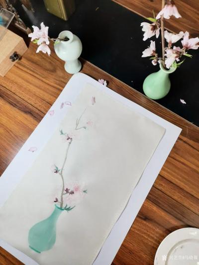 马晓薇日记-花卉写生作品《桃花净瓶》,辛丑年春月马晓薇画於洛阳。 去年今日此门中,人面桃花【图1】