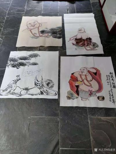 尚建国日记-大自在弥勒佛绘画在瓷器上,又是别有一番神韵。 清晨喜鹊鸣枝头,提醒我们善待生命【图2】