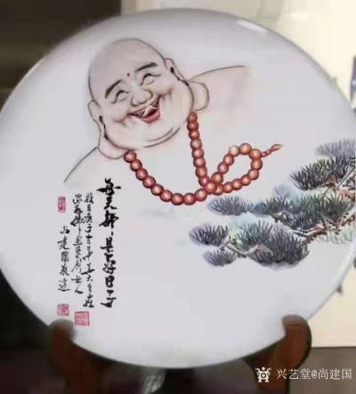 尚建国日记-大自在弥勒佛绘画在瓷器上,又是别有一番神韵。 清晨喜鹊鸣枝头,提醒我们善待生命【图8】