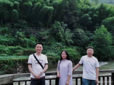 刘晓宁收藏-志同道合的朋友是可以滋养心灵的,勇强和他朋友都是画油画的,一个画写实,一个画抽象【图4】